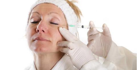 Согласно исследованию 2000 года Американского Общества Эстетической Пластической Хирургии, БОТОКС является одной из наименее дорогих эстетических лицевых процедур, занимающей 7 место среди 9 наиболее широко применяемых процедур в Соединенных Штатах.